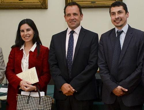 María José Henríquez participated in a forum on free competition at the Universidad de Chile